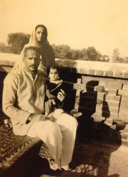 Chaudhary-Digambar-Singh with family.jpg
